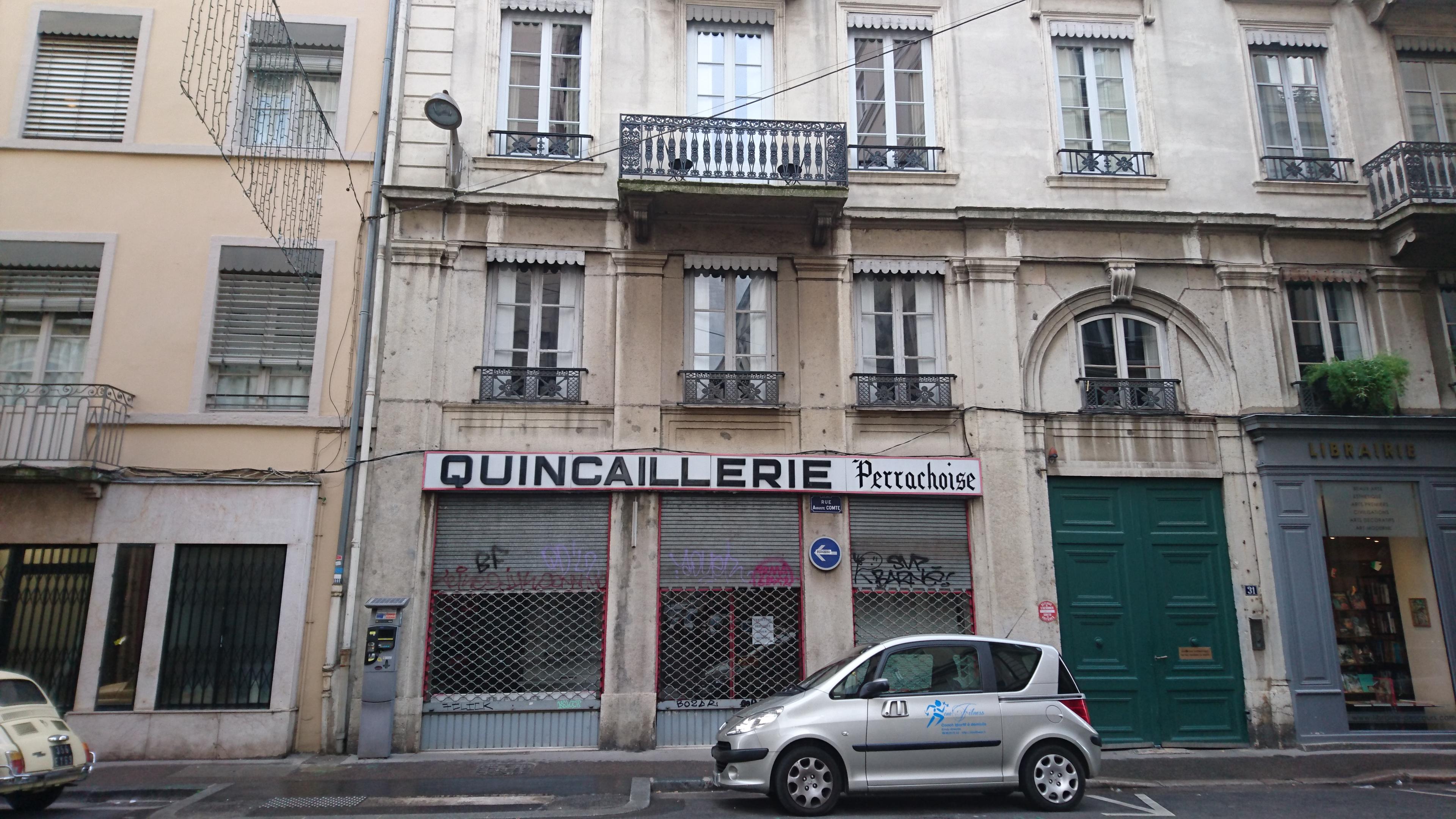 LYON 69002 – Rue Auguste Comte – A VENDRE Murs commerciaux libres