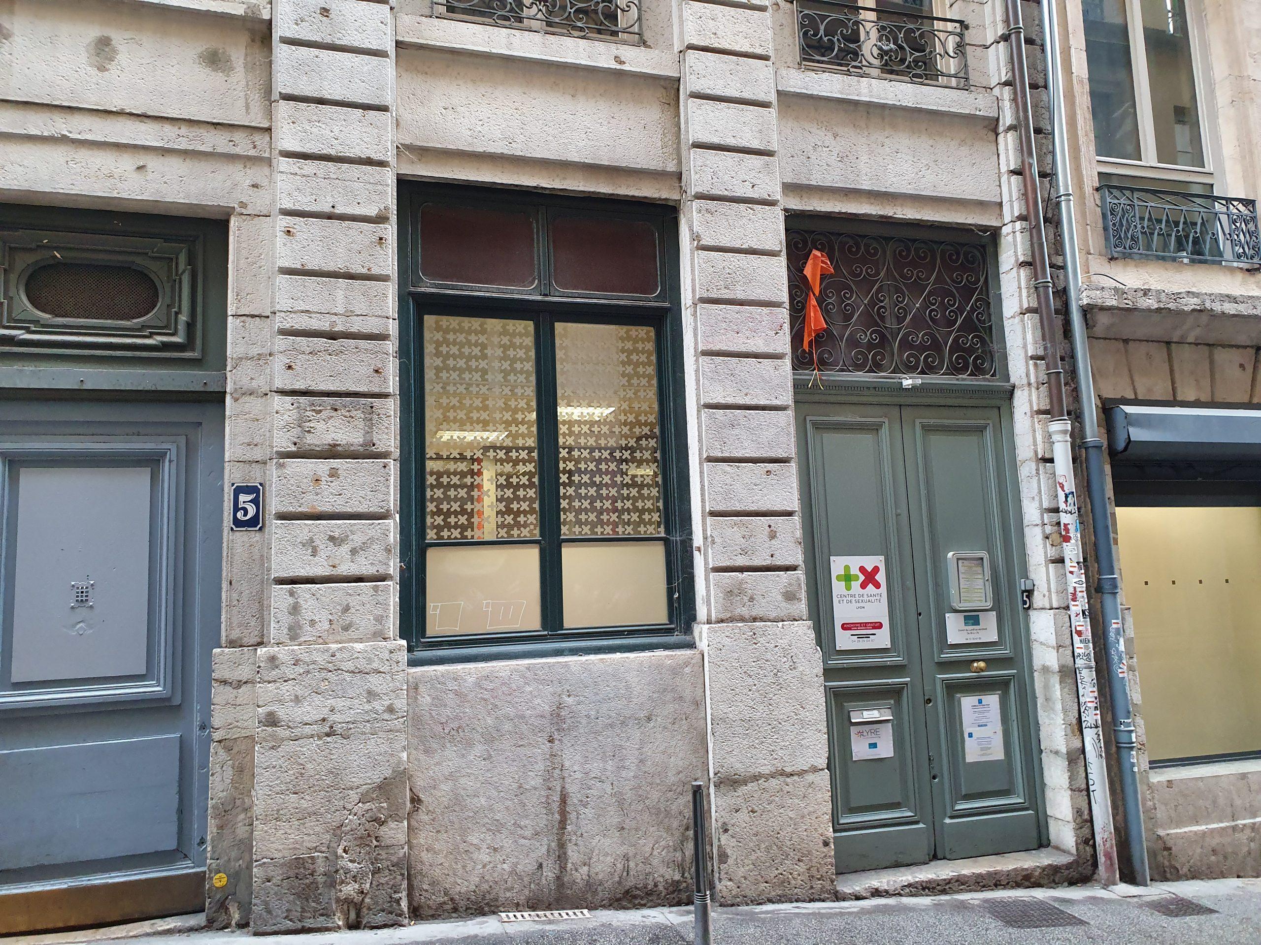 LYON 69001 – Proche Place Louis Pradel- Hôtel de ville – A VENDRE murs commerciaux libres