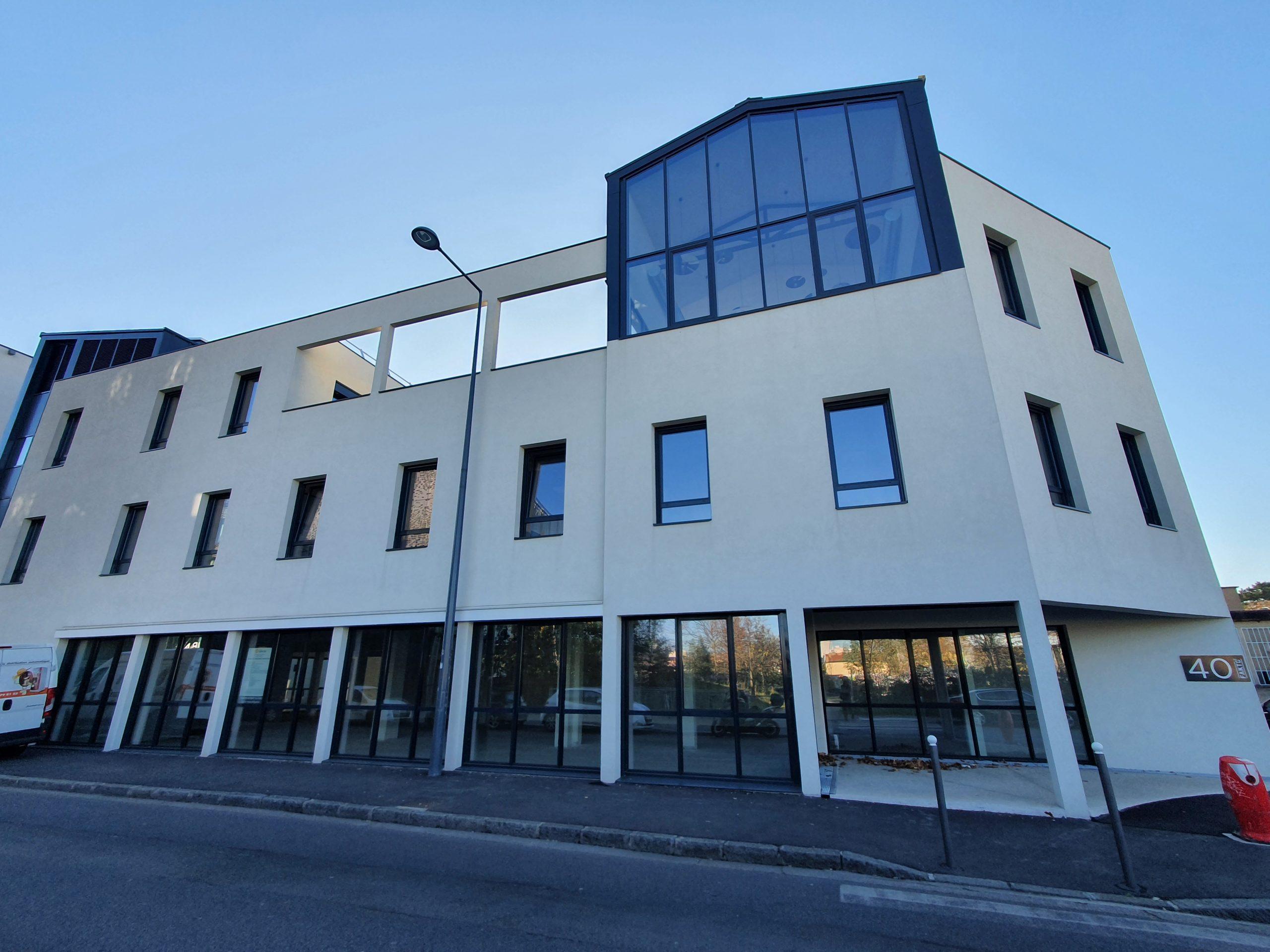 VILLEURBANNE 69100 Local commercial  A VENDRE  823 m² + jardin